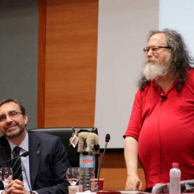 Richard Stallman ofrece una conferencia sobre software libre en la UJA