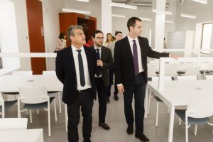 Rector y alcalde visitan las instalaciones de las Salas 24 horas.