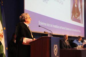 La Universidad de Málaga celebra la investidura de nuevos doctores en un acto donde el rector de la UMA, José Ángel Narváez resalta el compromiso con la retención del talento