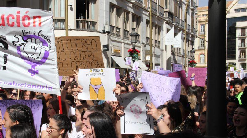 Las estudiantes se manifiestan en favor de la igualdad