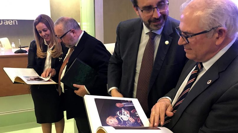 Presentan el Anuario del 25 aniversario de la UJA, un libro para 'inmortalizar' las actividades celebradas en esta efeméride
