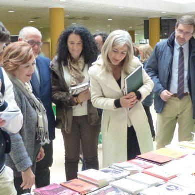 La consejera de Cultura, Patricia del Pozo, y el rector Juan Gómez inauguran la Fiesta del Libro de la UJA