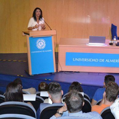 Estudiantes de la UAL conocen el Parlamento de Andalucía gracias a Marta Bosquet