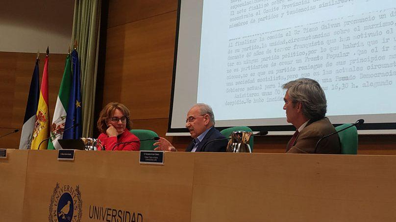 """Alfonso Guerra: """"La transición es la lista de las renuncias políticas de todos los políticos"""""""