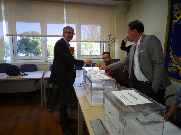 Piniella ejerció su derecho al voto en el Casem.