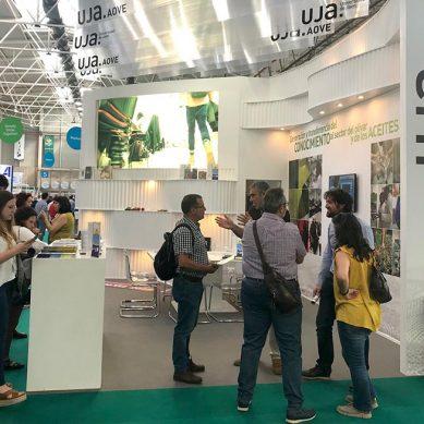 La UJA muestra sus proyectos más punteros del sector oleícola en EXPOLIVA