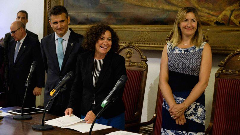 Pilar Aranda toma posesión en defensa de la universidad pública