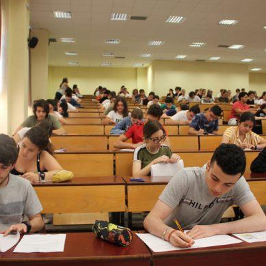 Medicina, Enfermería y Educación Primaria, las titulaciones con mayor nota de corte en Andalucía