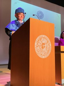 Mª Isabel Ortiz presenta la memoria académica.