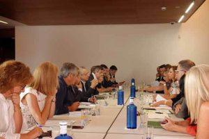 Los equipos de gobierno de la Junta de Andalucía en Málaga y de la Universidad han celebrado una reunión de trabajo sobre los proyectos y convenios que ambas instituciones tienen en común, con el objetivo de reforzar la colaboración que llevan a cabo y avanzar en nuevas cooperaciones.