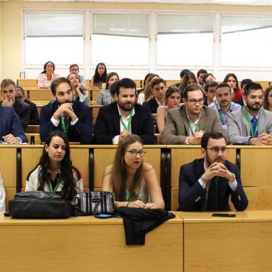 Aprendiendo las claves de la oratoria moderna en el Torneo de Debate universitario de la UJA