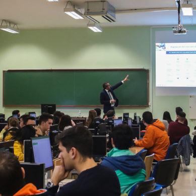 Los estudiantes de la de la Facultad de Ciencias Económicas y Empresariales aprenden a invertir en bolsa