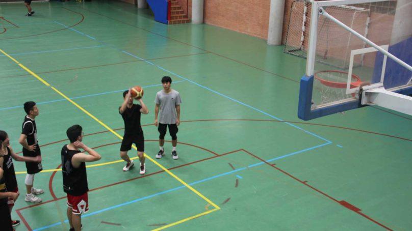 El baloncesto más solidario llena el Complejo Deportivo de la UMA