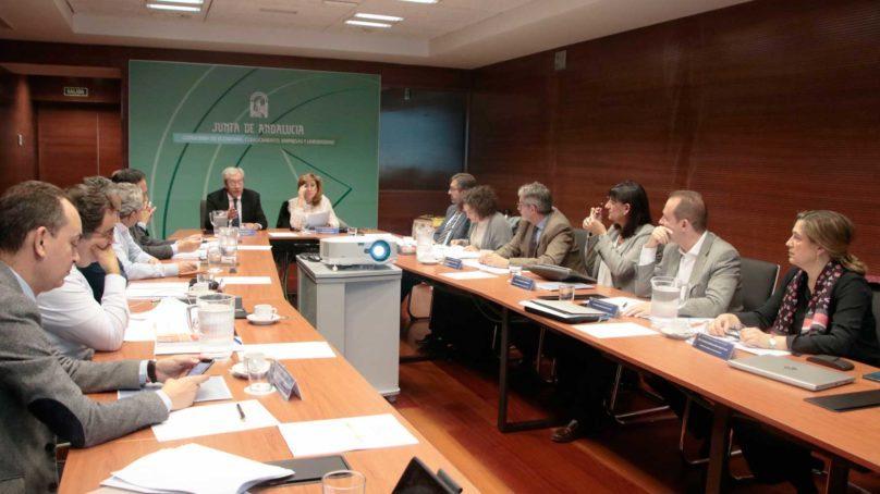 Repasamos los principales titulares que ha generado el nuevo Gobierno de la Junta de Andalucía en su gestión de las políticas universitarias.