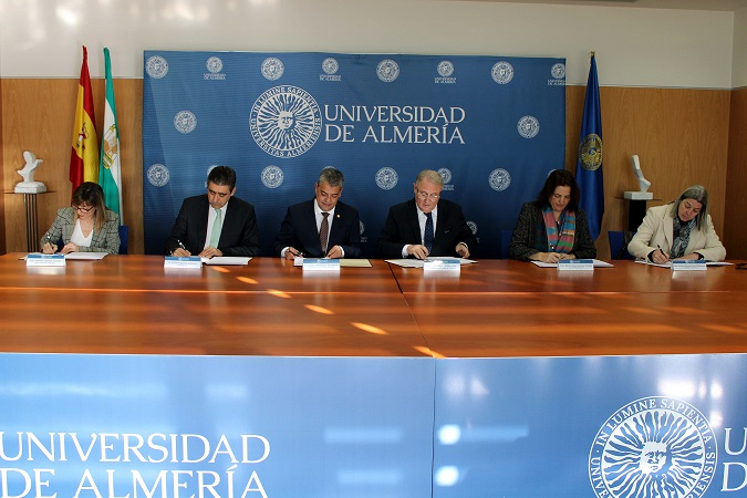 La vigilancia ambiental de los puertos de Almería y Carboneras queda en manos de la UAL