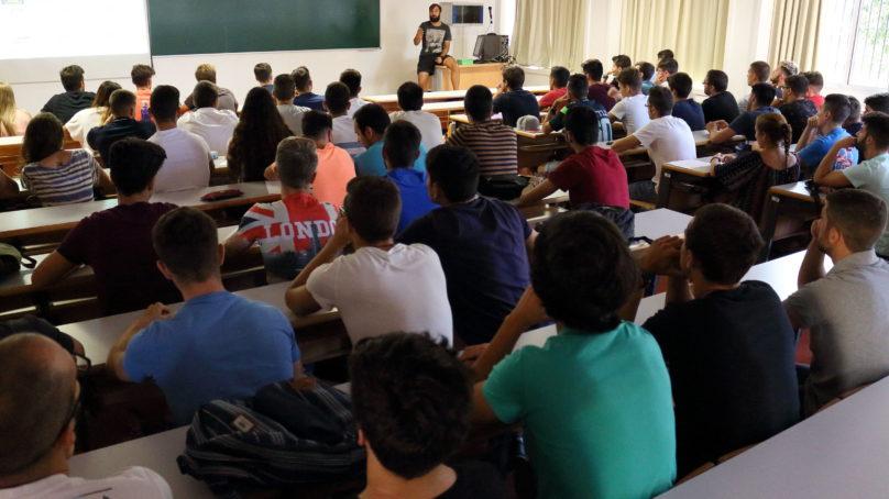 La matriculación en las carreras universitarias se acorta un mes el próximo curso