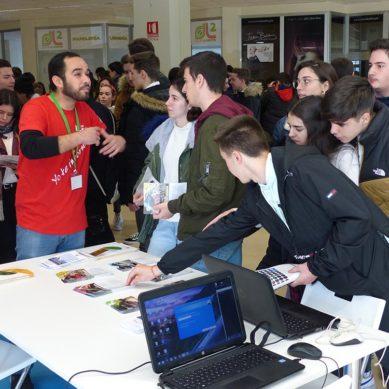 Cara a cara entre estudiantes universitarios y 'preuniversitarios' en los Encuentros UJA
