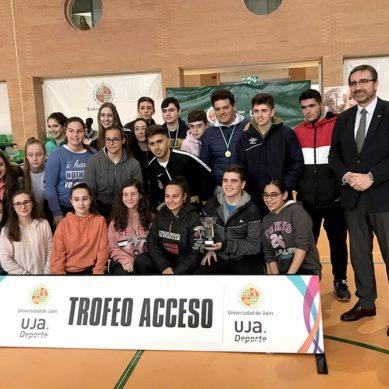 Entrega de premios en el Trofeo Acceso de la UJA