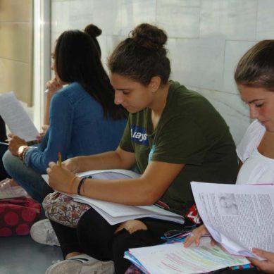 La nota media de 6,5 deja sin beca a 45.000 estudiantes en España