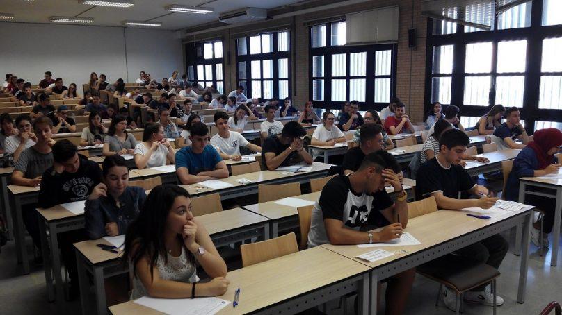 Con nervios, pero sin sobresaltos, en el primer día de Selectividad 2018 en la Universidad de Almería