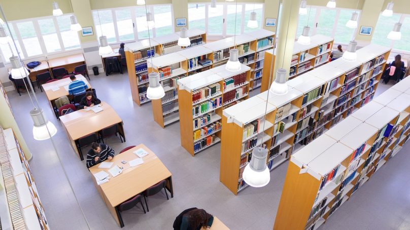 Horarios de salas de estudio y bibliotecas en la Universidad de Sevilla