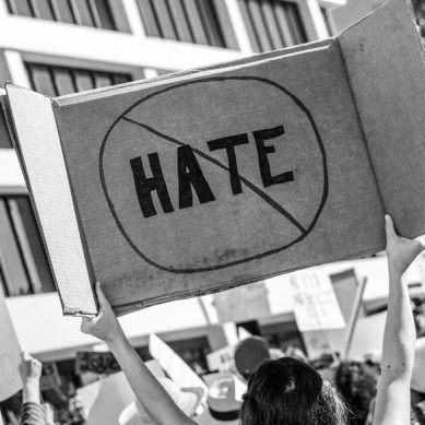 El discurso del odio y discriminación: fórmate contra la intolerancia