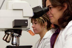 María José Martín, Universidad Pontificia Comillas ICADE, habla de la necesidad de potenciar las vocaciones en ciencia entre las mujeres.
