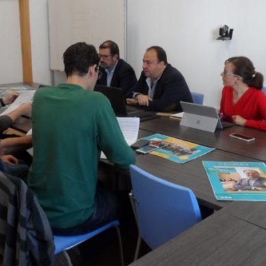 Mantell centra el inicio de su campaña en encuentros con representantes de colectivos universitarios