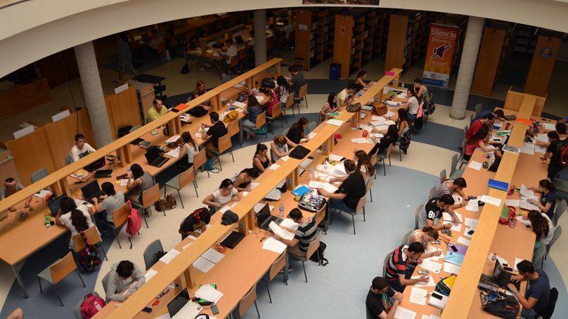 Más espacios de estudio y ampliación de horarios para preparar los exámenes finales de la UAL