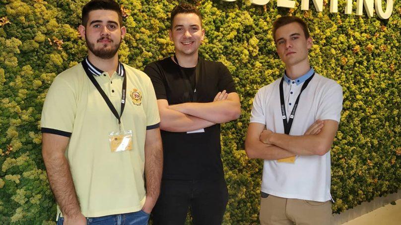 Tres jóvenes emprendedores de la UAL desarrollan unas gafas para invidentes