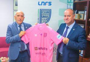 Con motivo del 19 de octubre, Día Internacional contra el cáncer de mama, el Besoccer CD UMA Antequera lució uniforme rosa contra elAzulejos Moncayo Colo Colo.