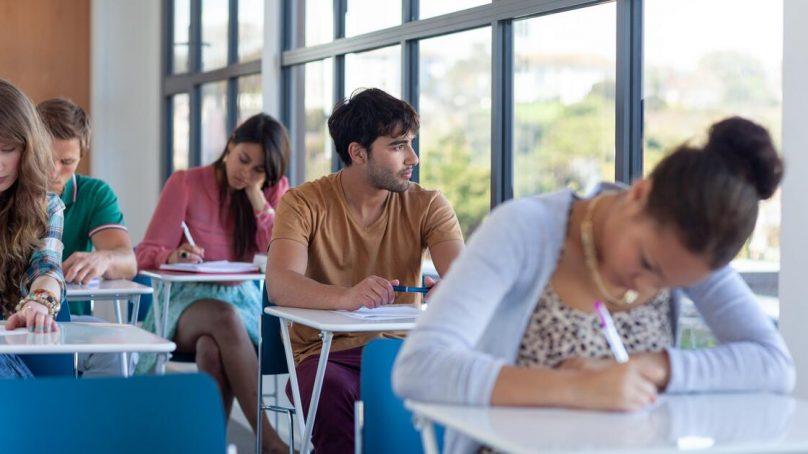 ¿Quieres una beca para estudiar inglés en el extranjero?
