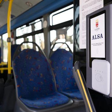 Pagar el autobús a la UAL con el móvil o con tarjeta ya es una realidad