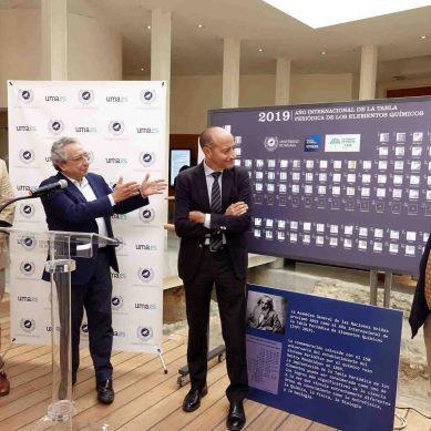 De las fotos a las manos: la tabla periódica se exhibe en el Rectorado de la UMA
