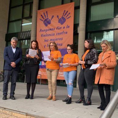 La comunidad UAL, unida bajo el manifiesto contra la violencia de género