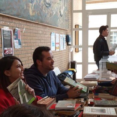 Estudiantes de la UAL buscan fomentar la lectura con una recogida de libros solidaria