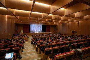 Imagen del numeroso público asistente a la conferencia