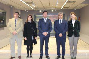Autoridades e investigadores en su visita a Ciavieja