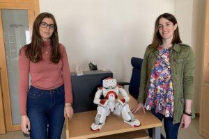 Marina y Ángeles, investigadoras del área de Automática, Robótica y Mecatrónica