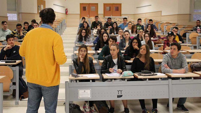 Los estudiantes de la UJA, de los que más rinden en Andalucía