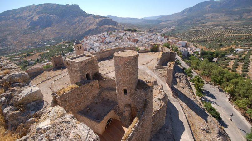 Hallan restos arqueológicos de una antigua fortificación iberorromana bajo el Castillo de La Guardia