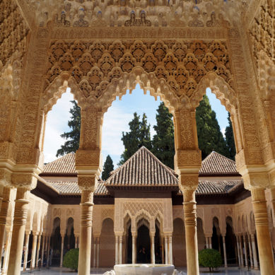 Identifican detalles desconocidos en los templetes del patio de los Leones en la Alhambra