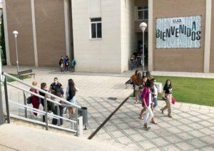 Estudiantes en el Campus de la UJA