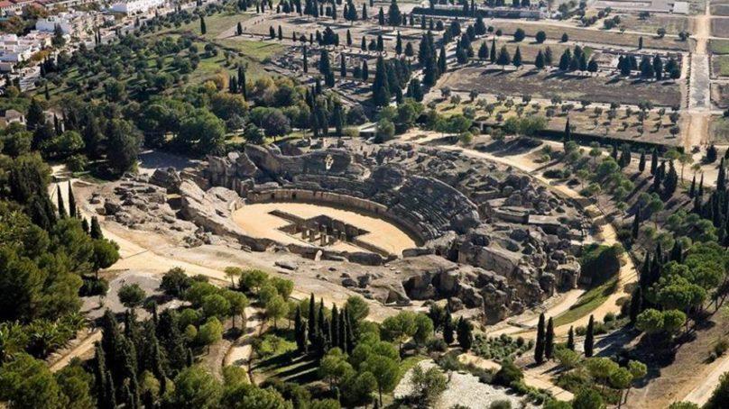 Profesor de la UPO imparte conferencia sobre el valor arqueológico e histórico de Itálica