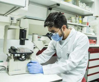 Cuatro profesores de la UAM, responsables en Madrid del primer ensayo clínico en España de una vacuna experimental contra la Covid-19