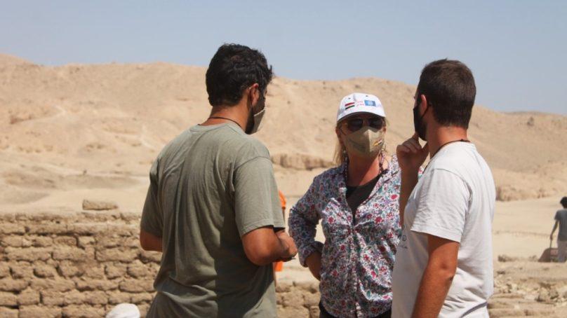 Arqueóloga de la US dirige una excavación en el Templo de Tutmosis III en Egipto