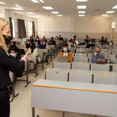 Clases en casa y en el aula: la UMA supera el primer mes de docencia bimodal