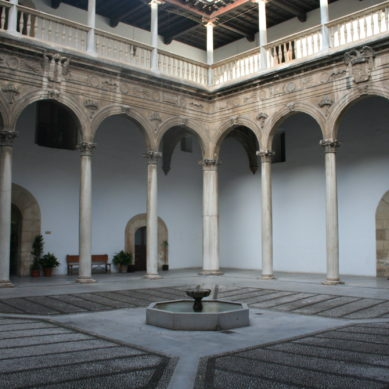 Granada mantiene sus instalaciones cerradas para evitar los contagios y continúa con la docencia virtual