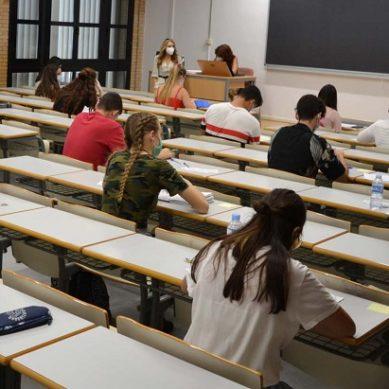 Los estudiantes de la UAL, inquietos ante la posible presencialidad en los exámenes de enero