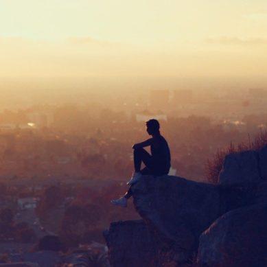"""""""La soledad es un pequeño laboratorio que permite autoanalizarnos"""""""